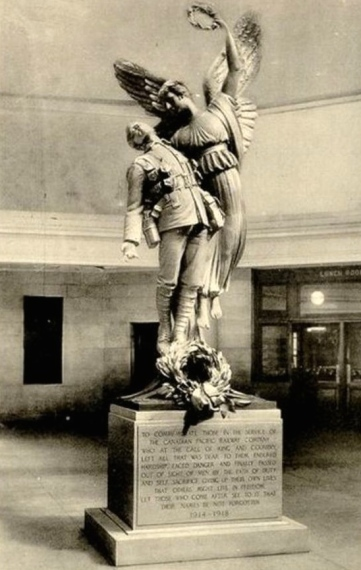 Statue_Windsor_Station_Montreal_2 2.JPG